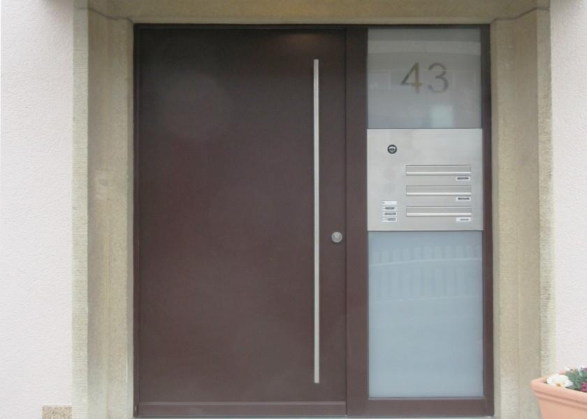 Mehrfamilienhaus Haustür